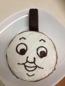 トーマスケーキ作成中